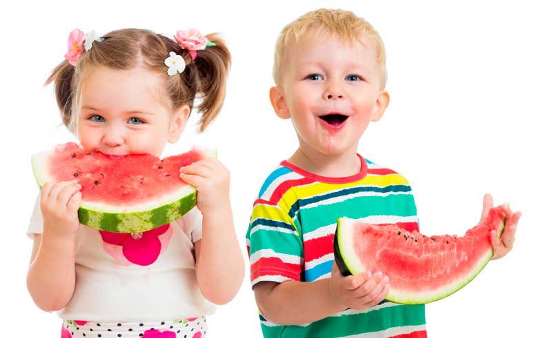 Niños alimentándose sanamente